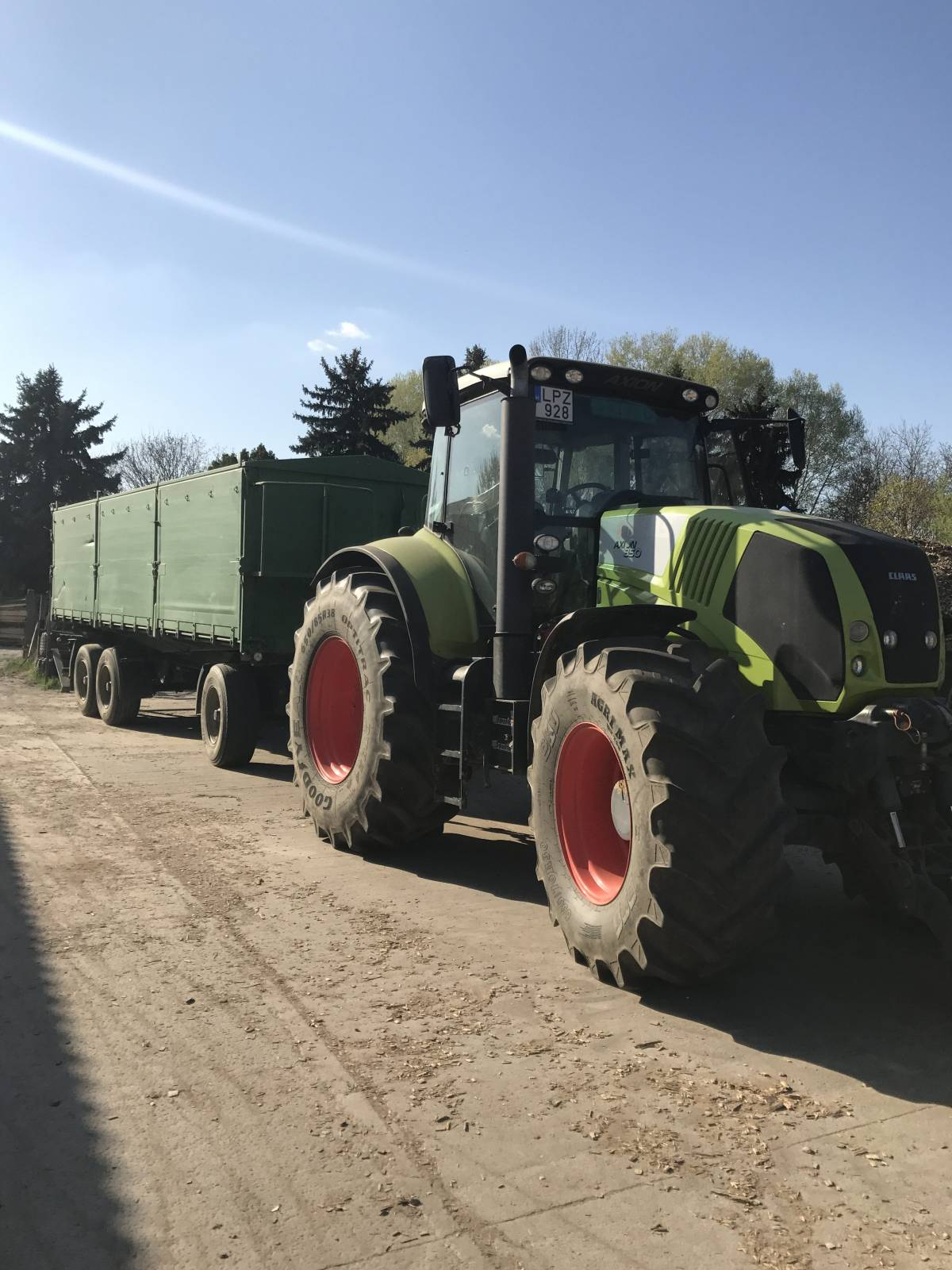 Claas 850 Axion Traktor